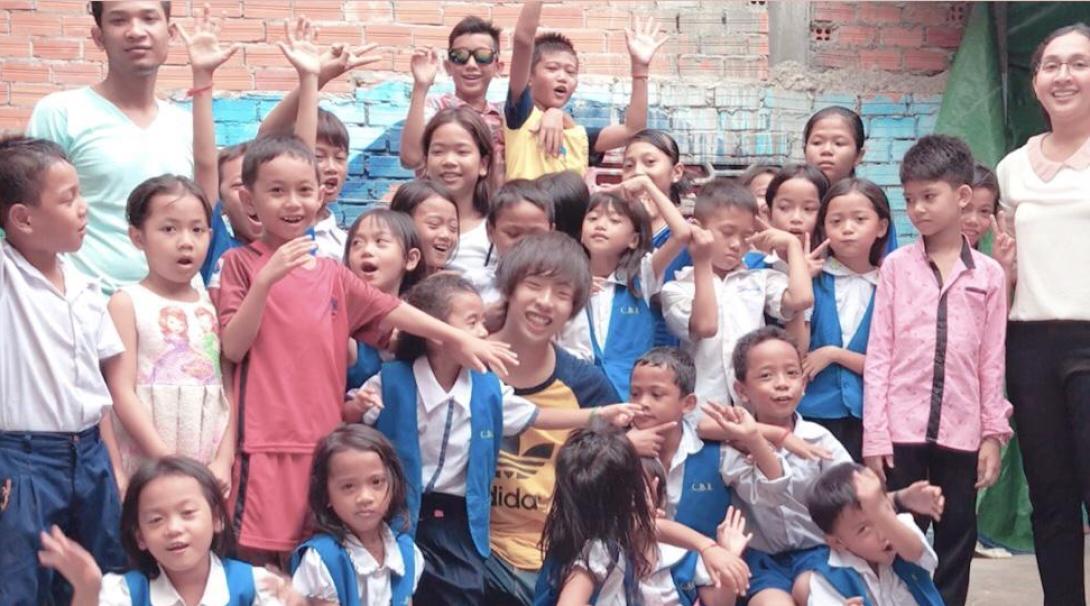 カンボジアで教育 谷口知章